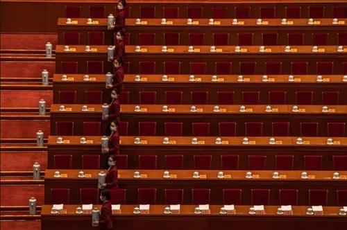 آماده سازی چای برای جلسه کنگره ملی خلق چین در شهر پکن