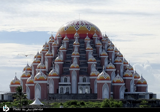 عمارت گنبدی عجیب در اندونزی