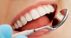 ۴ دلیل که چرا همیشه باید قبل از مسواک زدن نخ دندان کشید
