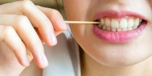 چرا هرگز نباید از خلال دندان برای تمیز کردن دندان ها استفاده کرد؟