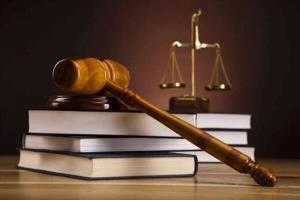 رئیس کانون وکلای مرکز: وکالت را کسب و کار بدانند شکایت میکنیم