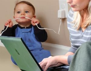 مواظب برق گرفتگی کودکان با شارژر گوشی باشید