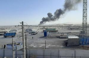 بازارچه مرزی افغانستان با ایران دچار آتش سوزی شد؛ حریق مهار نشده است