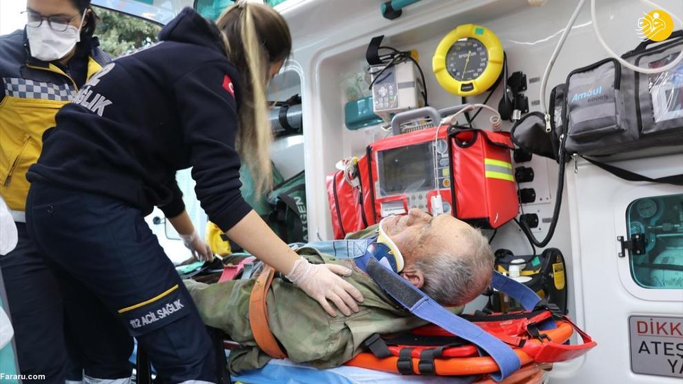 عکس/ واژگونی تراکتور روی پیرمرد ۸۱ ساله!
