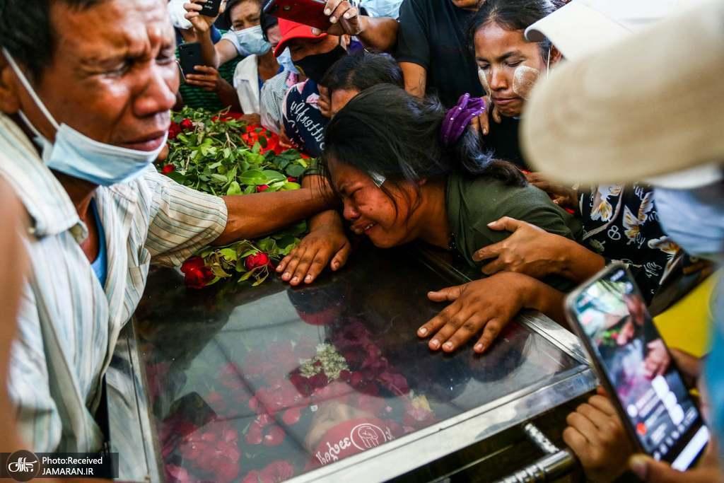 مراسم تشییع جنازه یکی از معترضین به کودتای نظامی میانمار