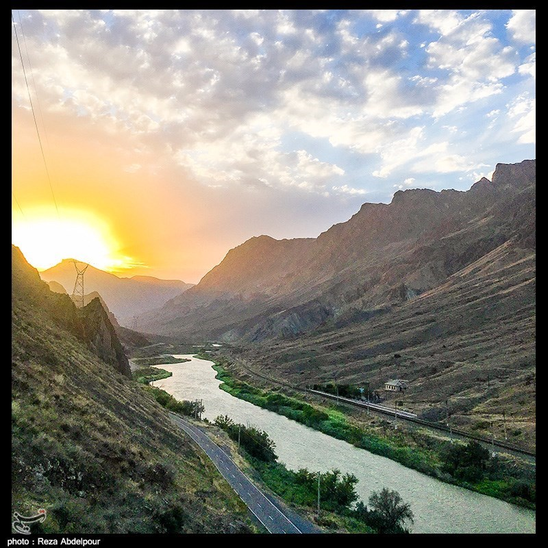 غروب آفتاب در منطقه مرزی رودخانه ارس
