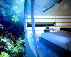 هتلی در زیر آب!