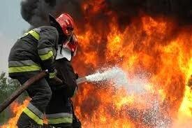 تریلی حامل ۳۰ تن کاغذ در اردستان طی یک آتش سوخت