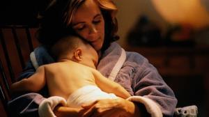ویدئویی تاثیرگذار که معنای بی خوابی های مادرانه را به تصویر می کشد