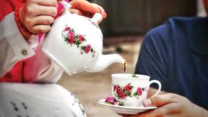 مغزتان را به چای دورهمی عادت دهید!