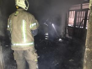 مسافرخانه قدیمی در شیراز آتش گرفت