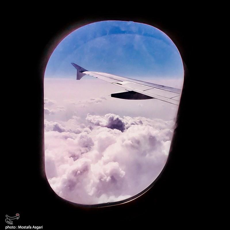 تماشای ابرها از پنجره هواپیما