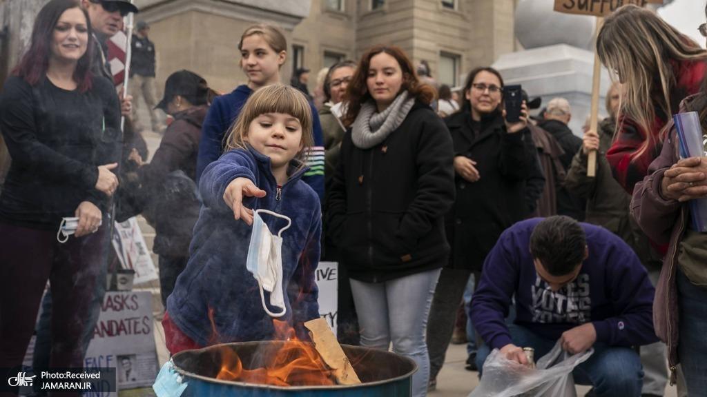 عکس/ اعتراض با سوزاندن ماسک ها در ایالت آیداهو آمریکا