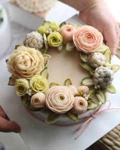 آموزش درست کردن گل خامه ای برای تزئین کیک
