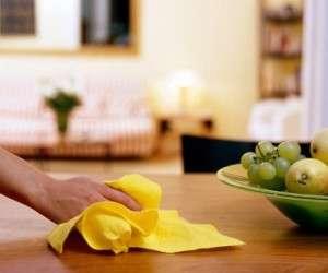 پاک کردن لکه های چسبناک چربی از کابینت ها