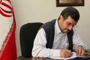 احمدینژاد به آیتالله سیستانی و پاپ نامه نوشت