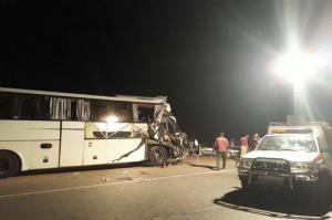 برخورد اتوبوس با تریلی ۴۹ مصدوم برجای گذاشت