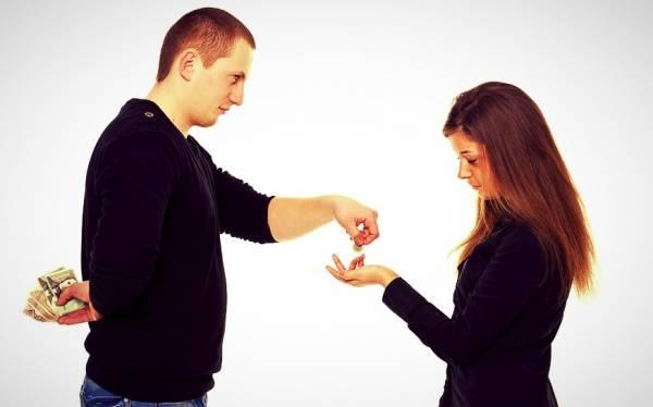 با خساست همسر چه کار کنیم؟