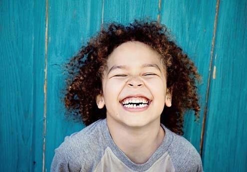 چگونه کودکان را بخندانیم؟