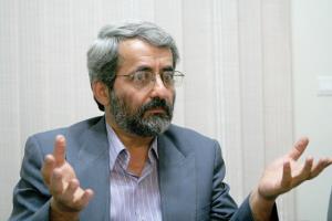 عباس سلیمی نمین: روحانی به وسط میدان مبارزه نیامد