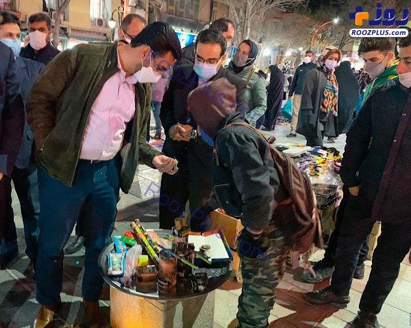 عکس/ خرید ترقه آقای وزیر در بازار همدان!