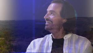 اجرای زنده و زیبای قطعه «به رنگ آبی عمیق» از یانی
