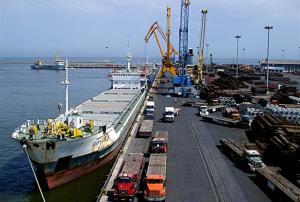 صادرات بیش از ۱۰۰ میلیون دلار کالا و خدمات از منطقه آزاد قشم