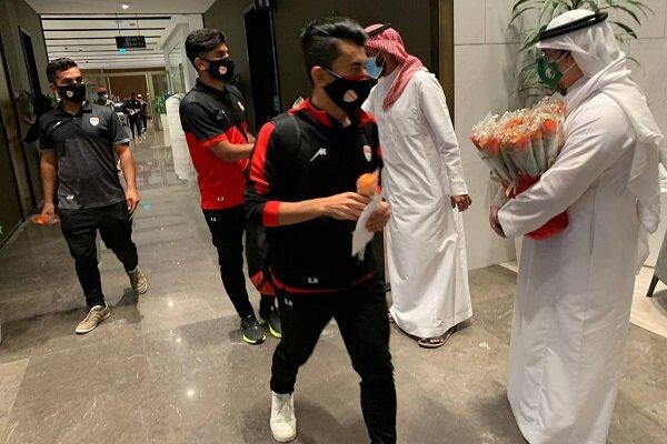 عکس/ عربستانیها با گل به استقبال فولاد رفتند