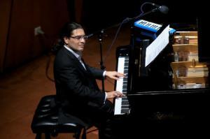 آهنگ فولکلور آذری «آیریلیق» با پیانو نوازی سامان احتشامی