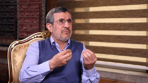 احمدینژاد: به فضل الهی از کسی نمیترسم
