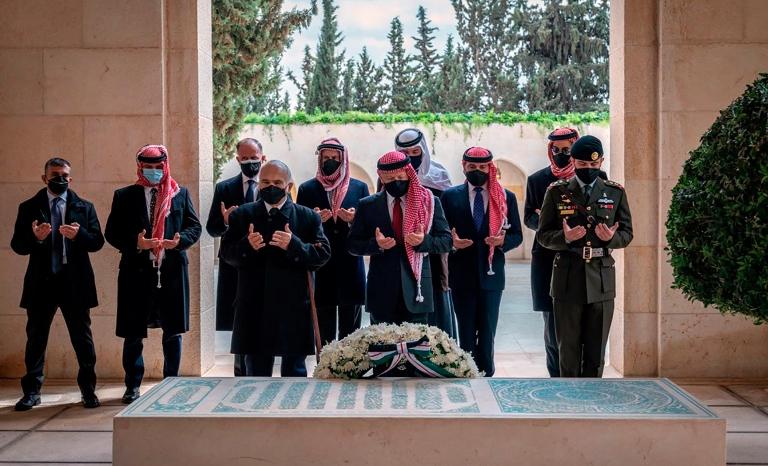 عکس/ آفتابی شدن برادر ناتنی پادشاه اردن پس از کودتای نافرجام