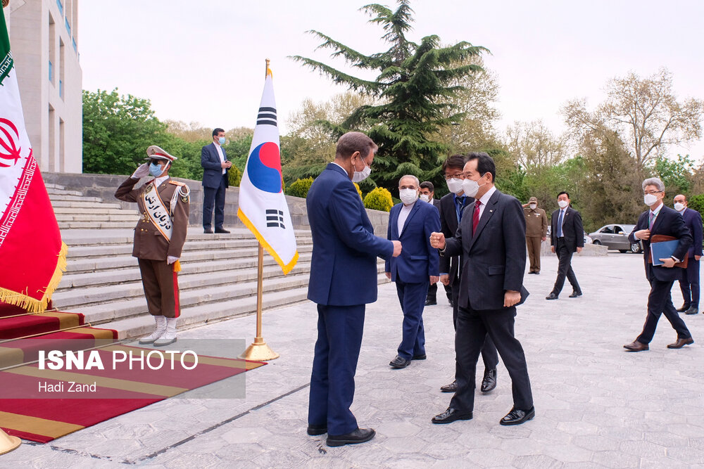 عکس/ استقبال کرونایی جهانگیری از نخست وزیر کره جنوبی