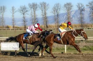 نخستین دوره مسابقات اسبدوانی کورس بهاره در رازو جرگلان آغاز شد