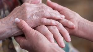 شگفتی آفرینی پیرزن ۱۰۴ ساله در مقابله با ویروس کرونا