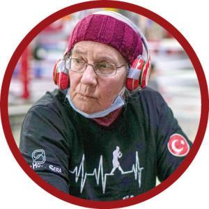 مادربزرگ ۷۵ ساله در رینگ بوکس