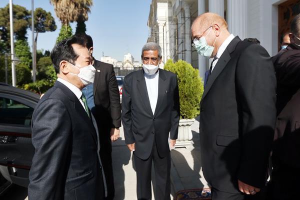 عکس/ دیدار نخست وزیر کره جنوبی با قالیباف