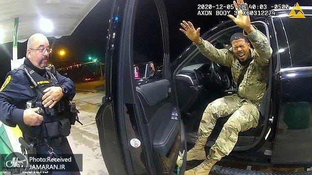 عکس/ خشونت نژادپرستانه پلیس آمریکا حتی با ستوان ارتش این کشور!