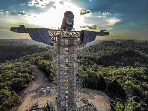 ساخت مجسمه جدید از عیسی مسیح(ع) در برزیل