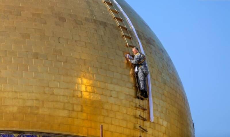 شستوشوی گنبد حرم علوی در آستانه ماه رمضان
