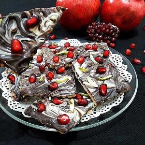 طرز تهیه بارک شکلاتی حر�ه ای خوشمزه و مخصوص با انار