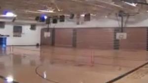 متلاشی شدن سالن ورزشی بر اثر برخورد رعد و برق