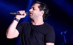 اجرای زنده رضا بهرام در کنسرت سال های پیش