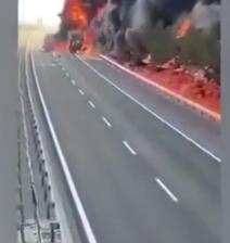 آتش گرفتن کامیون درختان کنار جاده را سوزاند