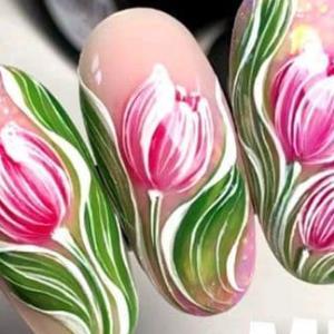 طراحی ناخن فوق العاده زیبا با گل های بهاری