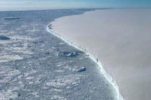 بیش از یک سومیختاقهای قطب جنوب در معرض فروپاشی