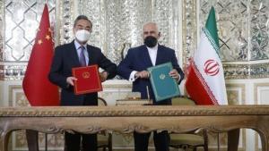 پاک آیین: مورد محرمانه ای در سند همکاری ایران و چین نیست