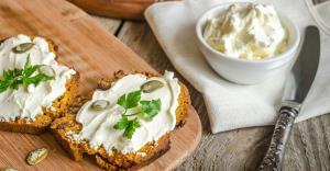 طرز تهیه پنیر لبنه خانگی خوشمزه با ارزش غذایی بالا برای سلامت بدن
