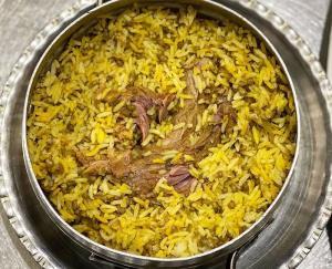 دمپختک ماش اصفهانی به روش سنتی در کنار زاینده رود