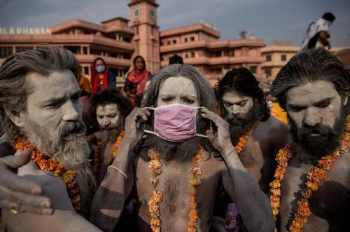 ازدحام دهها هزار هندو در یک جشنواره آیینی