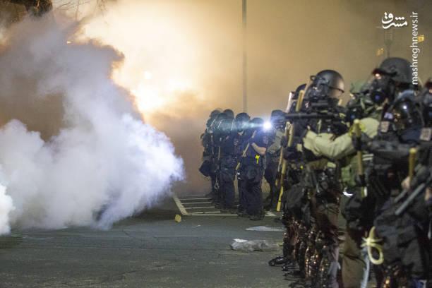 شلیک گاز اشک آور به معترضان در بروکلین آمریکا